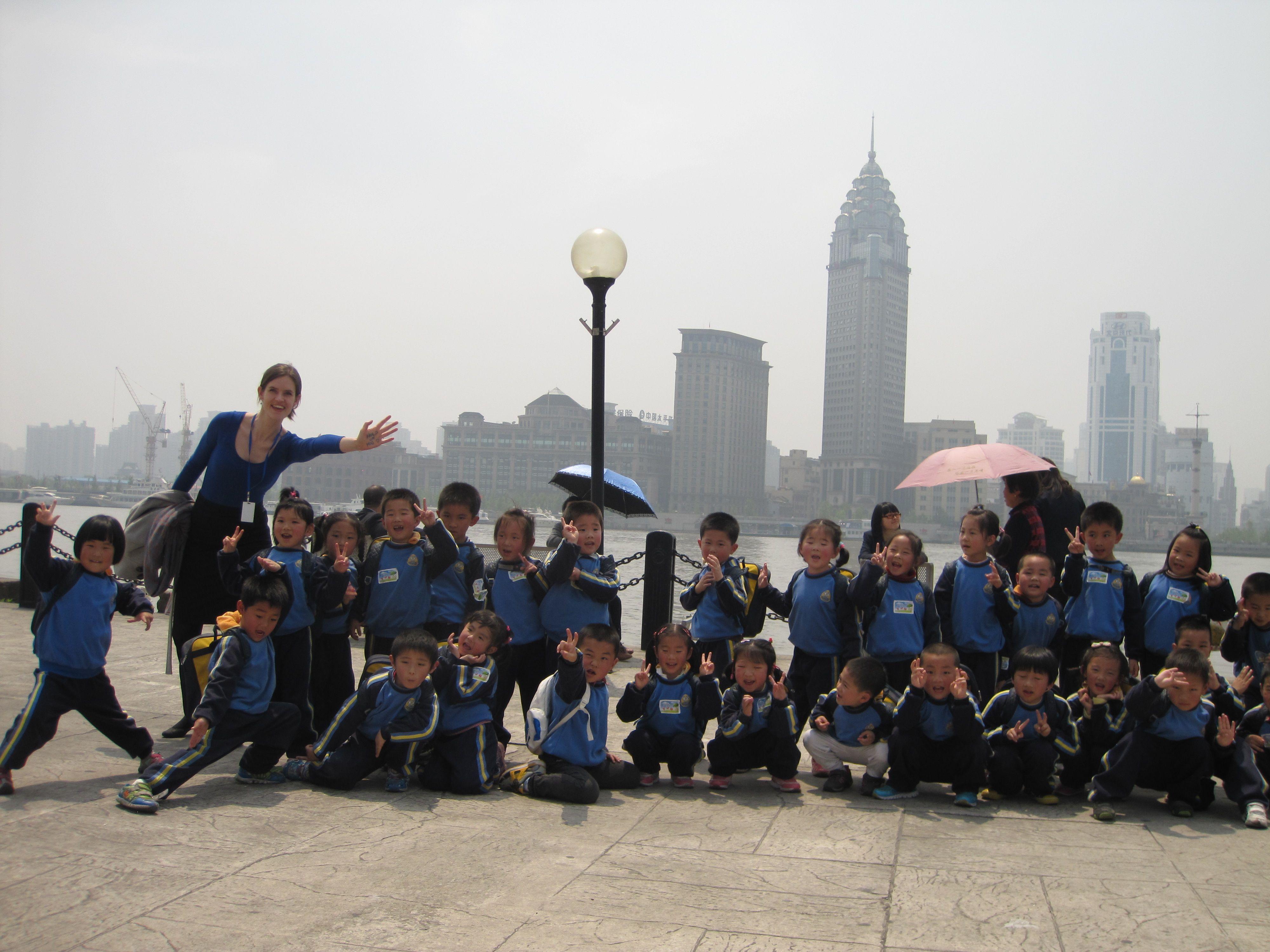 Drivkræften goes international! Maria og en masse søde børn i Shanghai siger #HOLDOMMIG