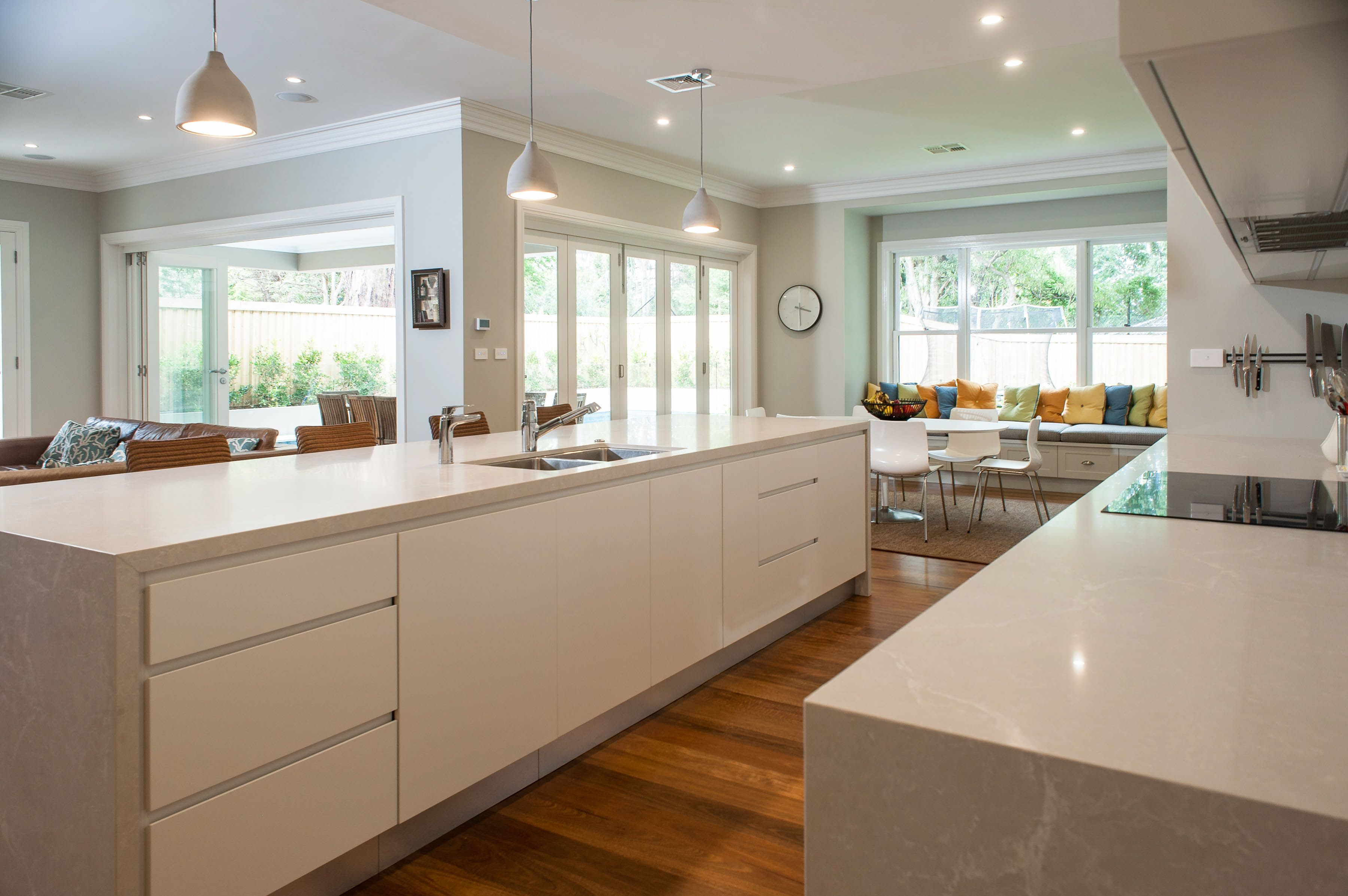 Loving The Fact There Is No Handles In This Kitchen And Only Shark Nose Finger Pulls Makes The Kitchen Look So Sleek And Modern Updated Kitchen Kitchen Design