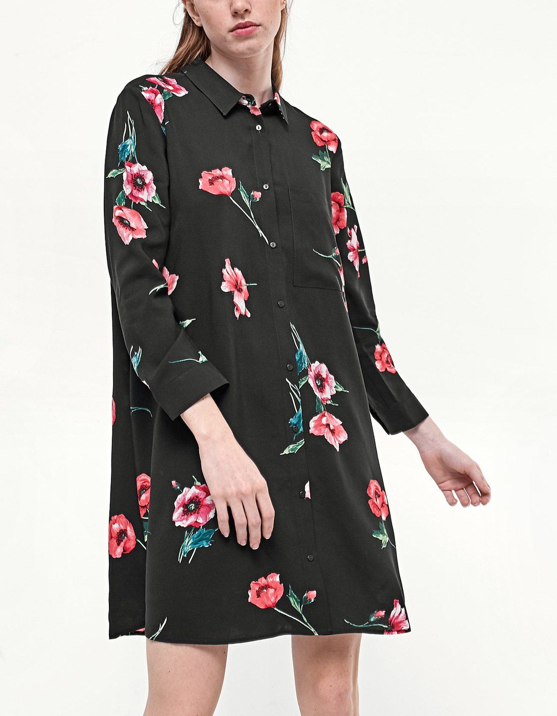 Vestido negro con flores stradivarius