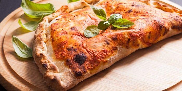 Кальцоне - пошаговые рецепты приготовления закрытой пиццы ...