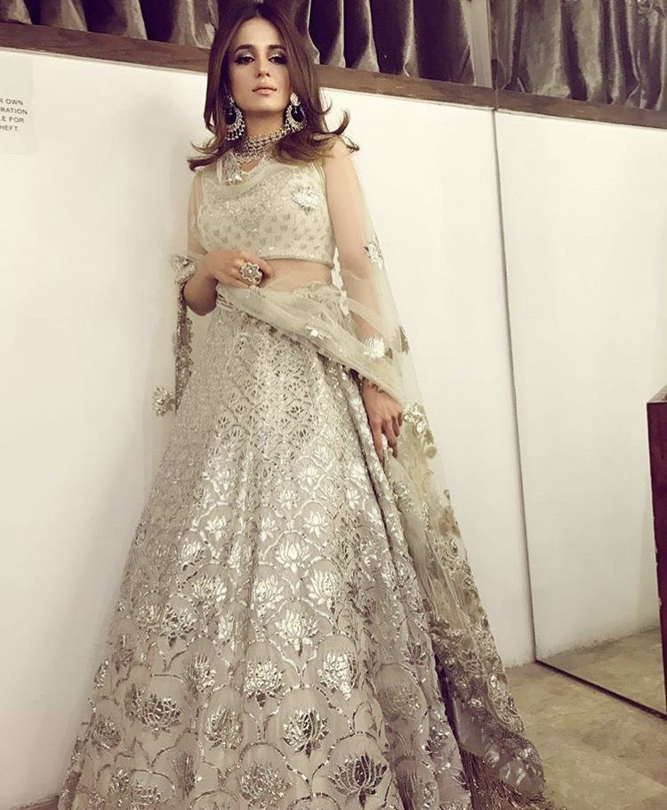 Wedding Lancha Images: Divani Pakistan Outfit .