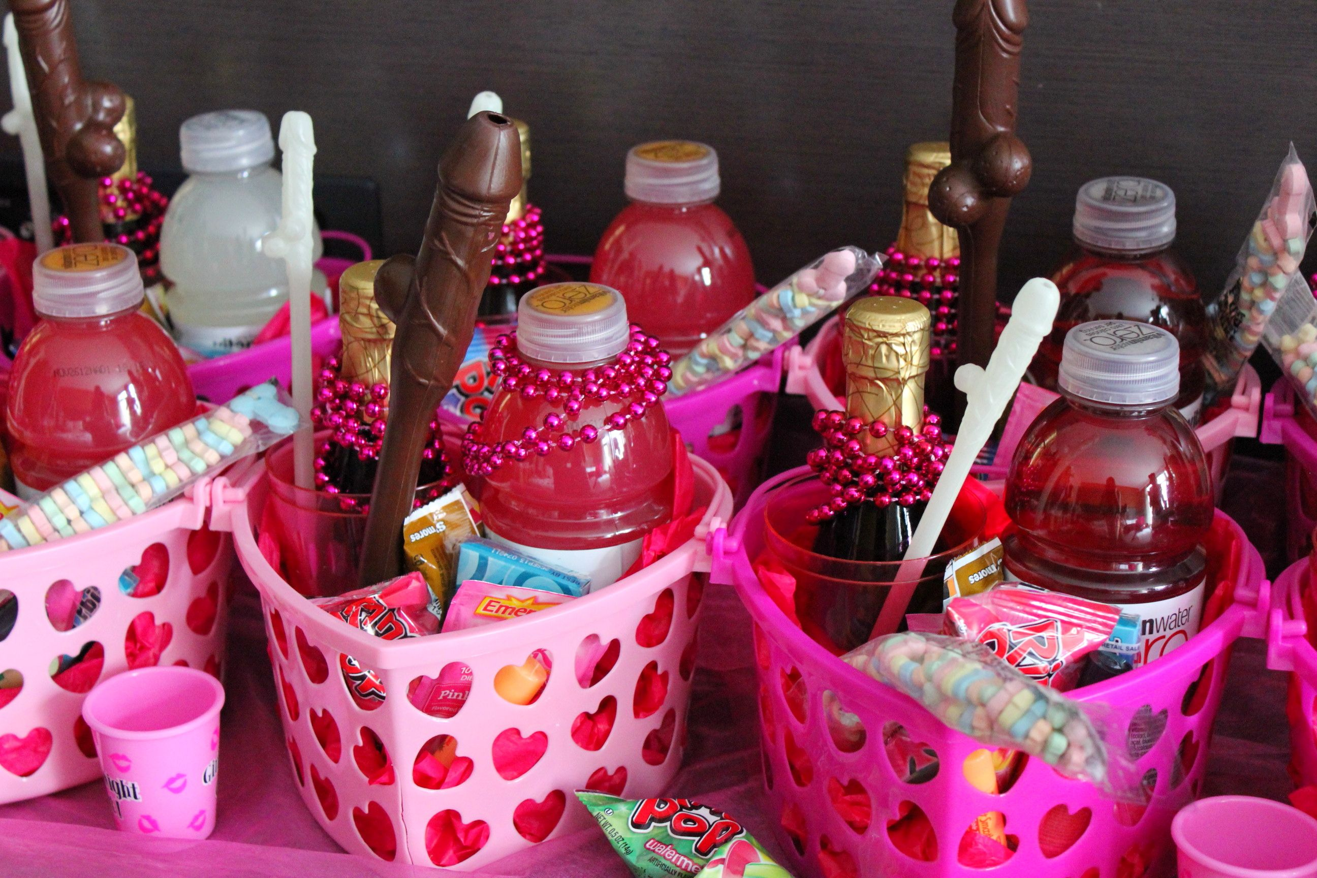 Bachelorette party favors bachelorette ideas for Bachelorette party decoration ideas