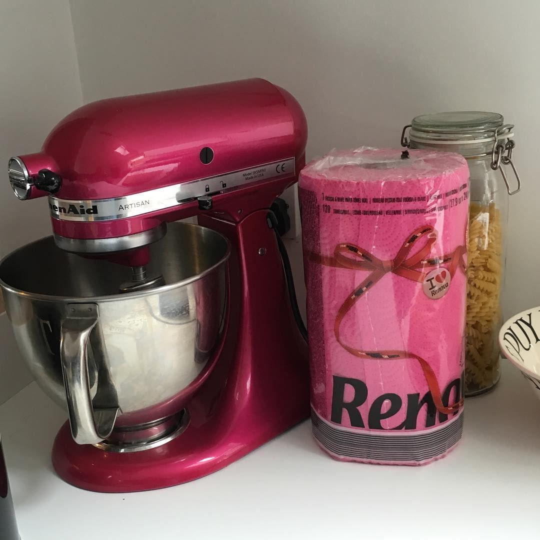Hot pink myrenova kitchenroll to match my kitchenaid_uk