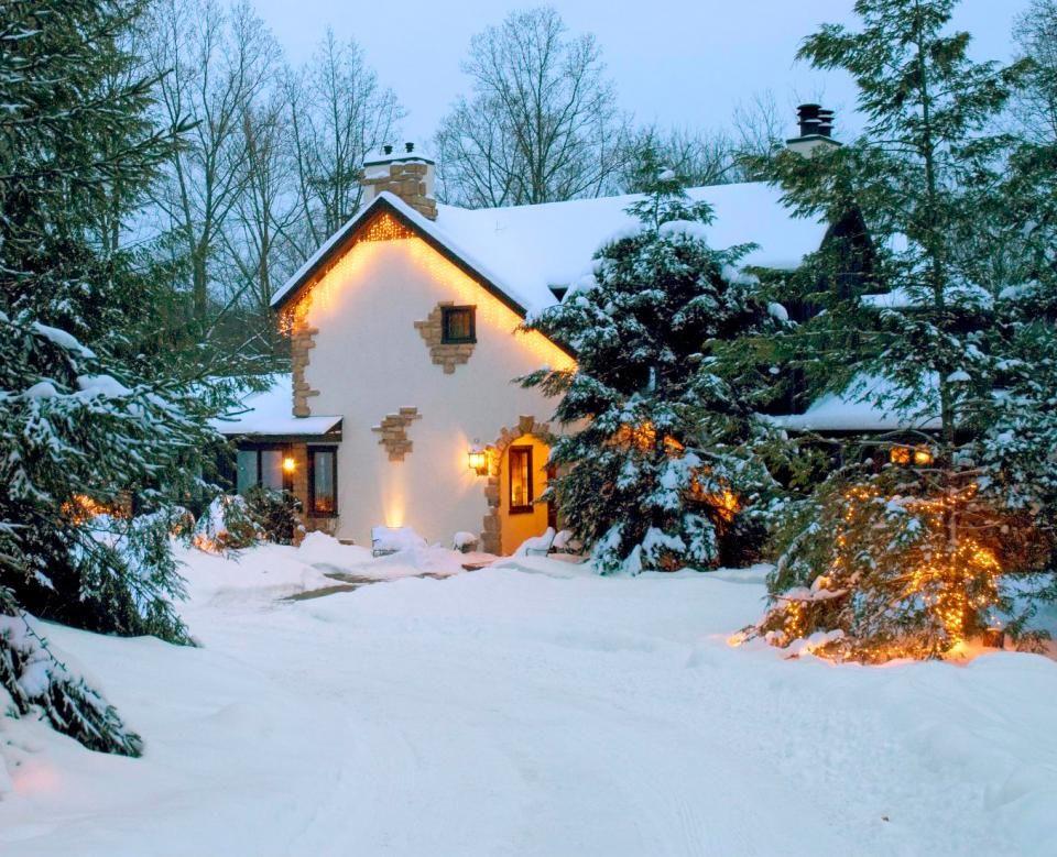 Snowy Comfort in Ohio's Hocking Hills Getaway cabins