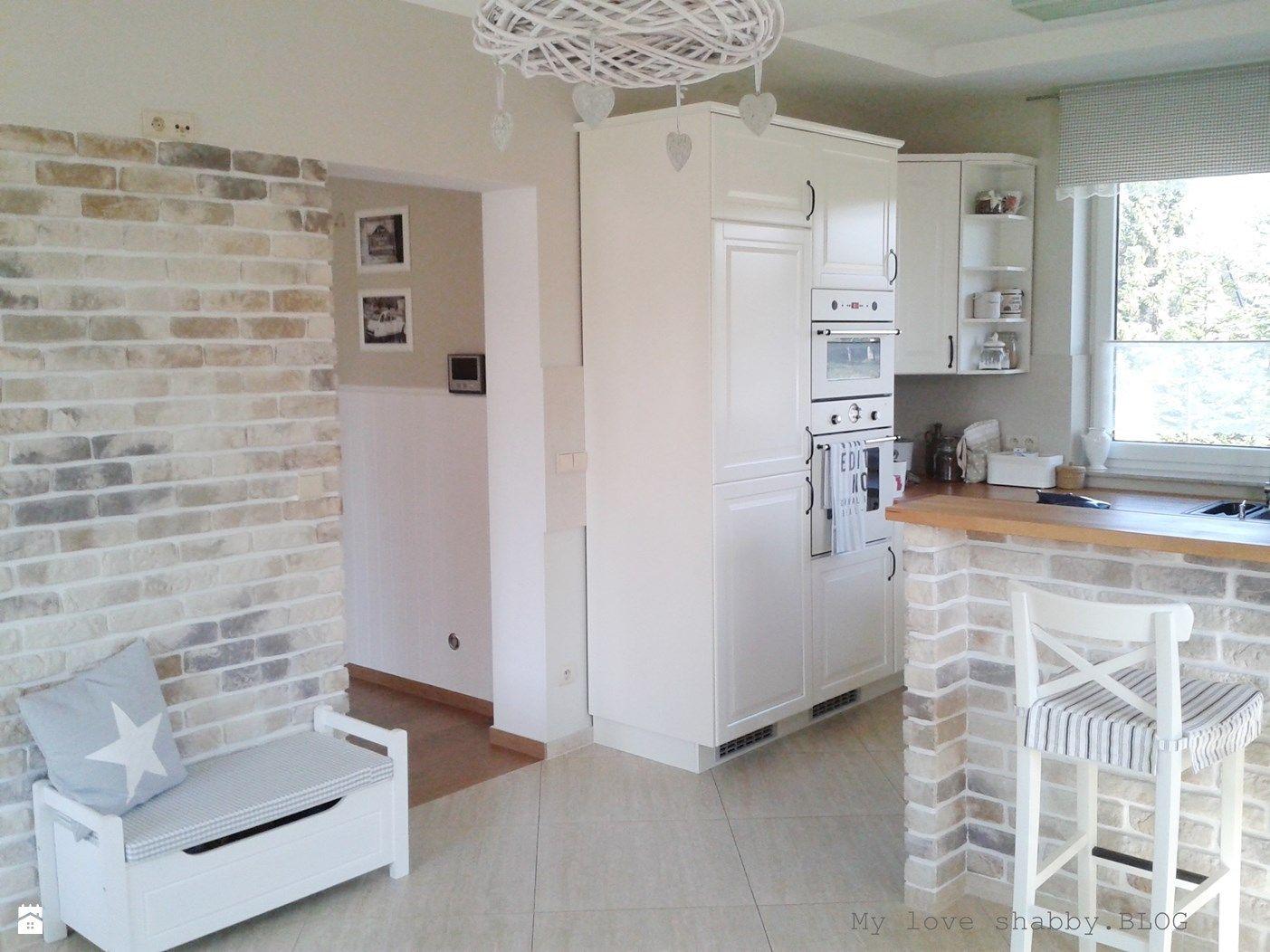 Biała kuchnia z drewnianymi blatami  Kuchnia  Styl   -> Kuchnia Prowansalska Dodatki