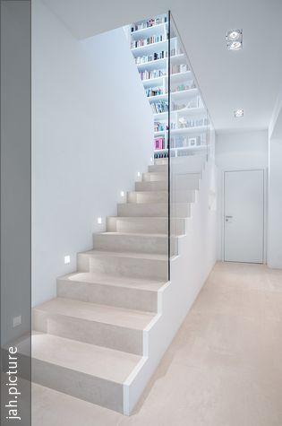 Treppe glasbr stung wandeinbauleuchten und treppe for Dinge im wohnzimmer 94