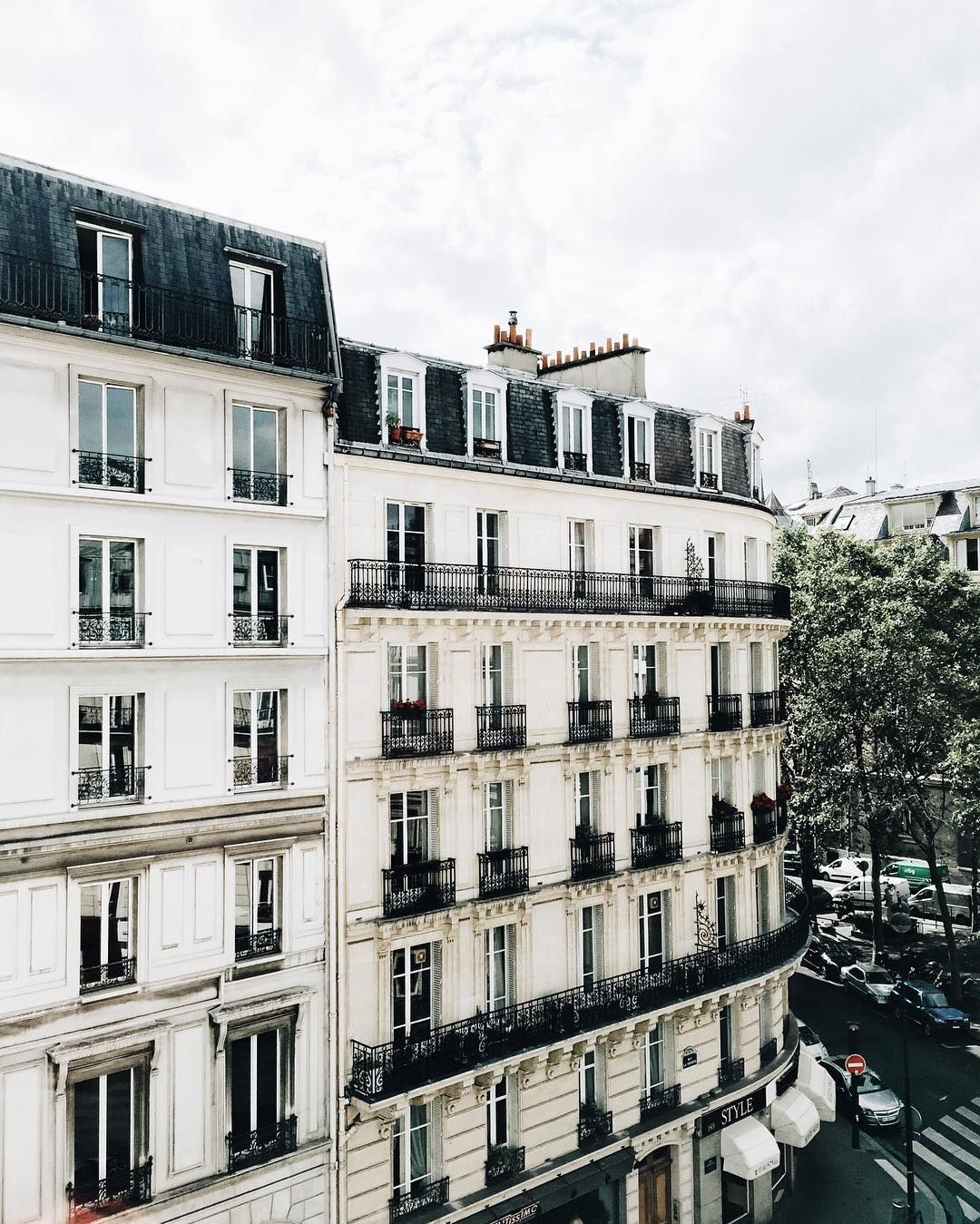 been obsessed with rounded buildings lately paris and london have