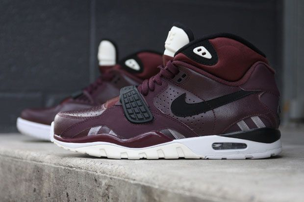 purchase cheap 443e3 c82c8 burgundy. nike. air trainer. sc II.