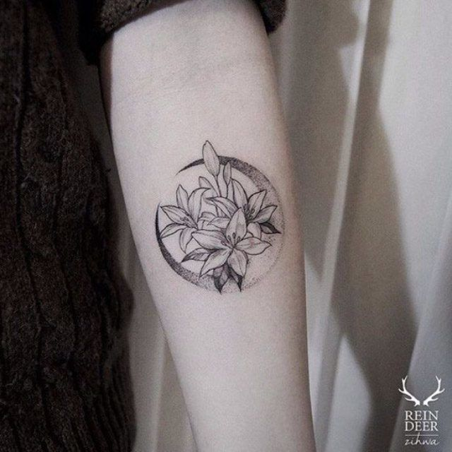 Moon Flower Tattoo Lunas Pinterest Tatouage Tatouage Fleur