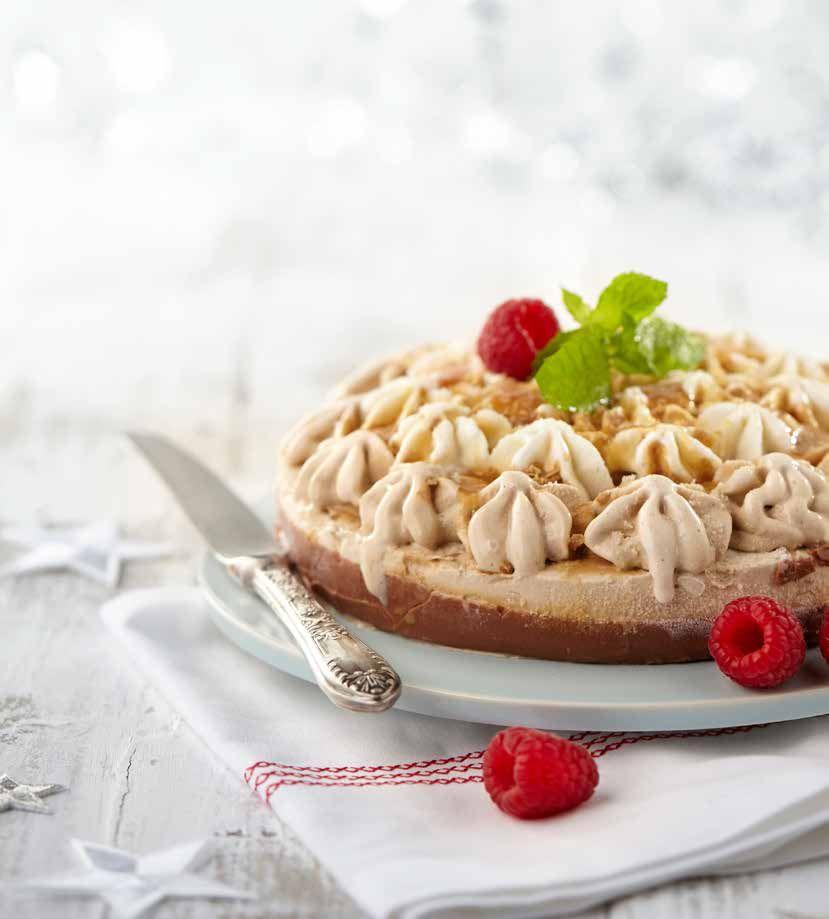 PLUS Supermarkt - Heerlijke ijstaart toe met butterscotch en karamel. Bekijk de rest van ons kerstassortiment in ons kerstmagazine