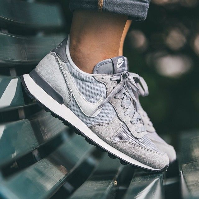 Nike WMNS Internationalist (grau weiß) 43einhalb Sneaker