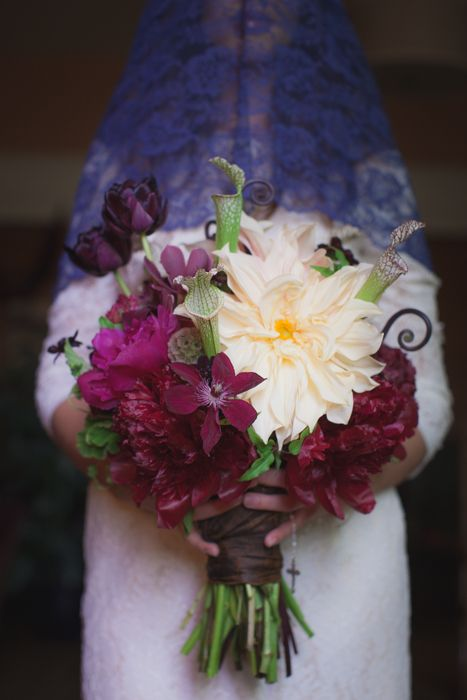 Brides bouquet flowers by www.hanastyledesigns.com