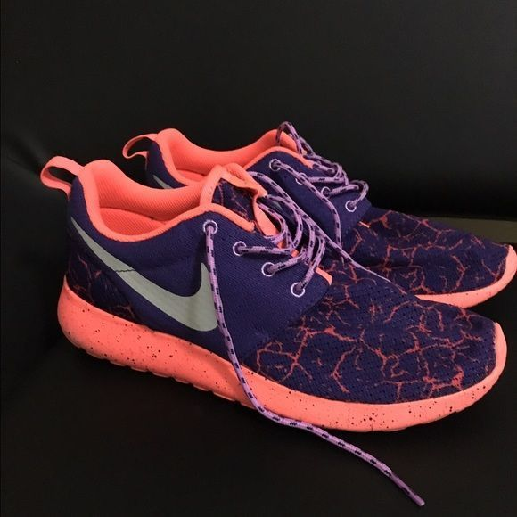 bc7fd8d7793a EUC Nike roshe runs EUC Nike Roshe runs size 7 youth I bought these hoping  I could fit in them because this color is not made in womens but sadly  theyre too ...
