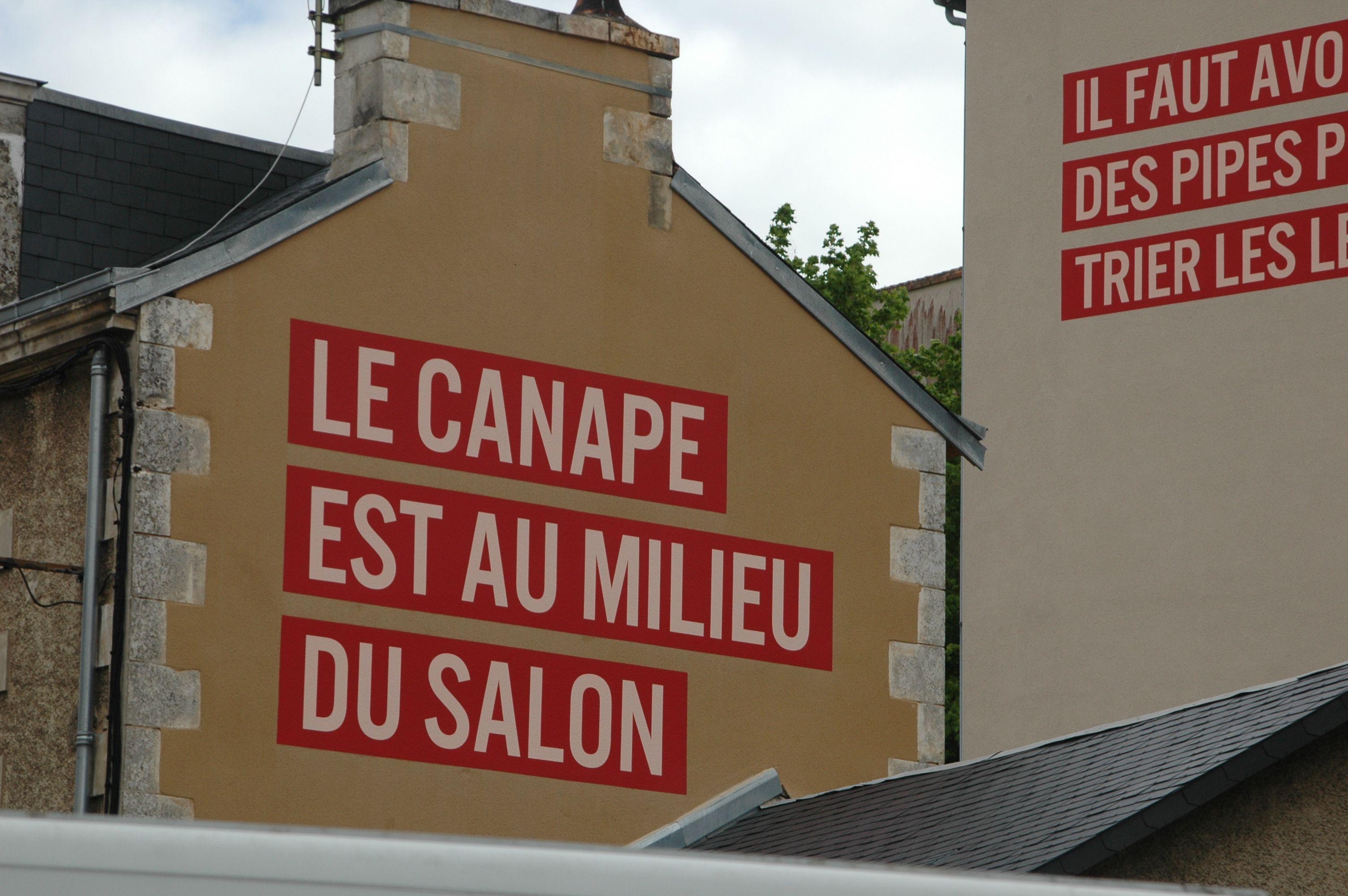 Poitiers  Art sur mur faubourg pont neuf