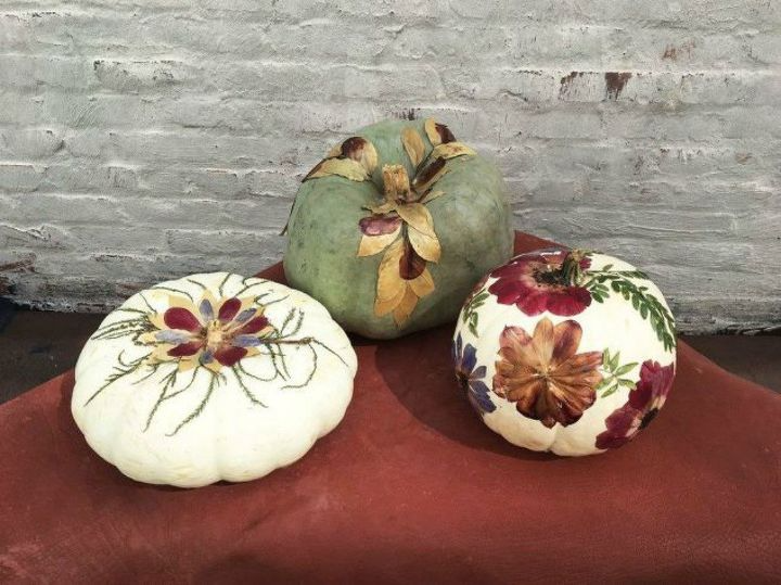 21 inspirational ways to make your pumpkins look great for your fall and halloween decor. #diyhomedecor #fall #pumpkins #halloween #diyhalloweendecor #falldecor #pumpkindecor