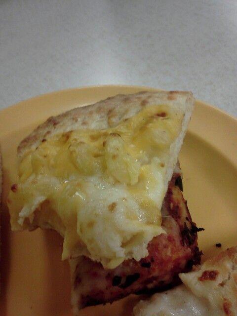 Macaroni pizza.