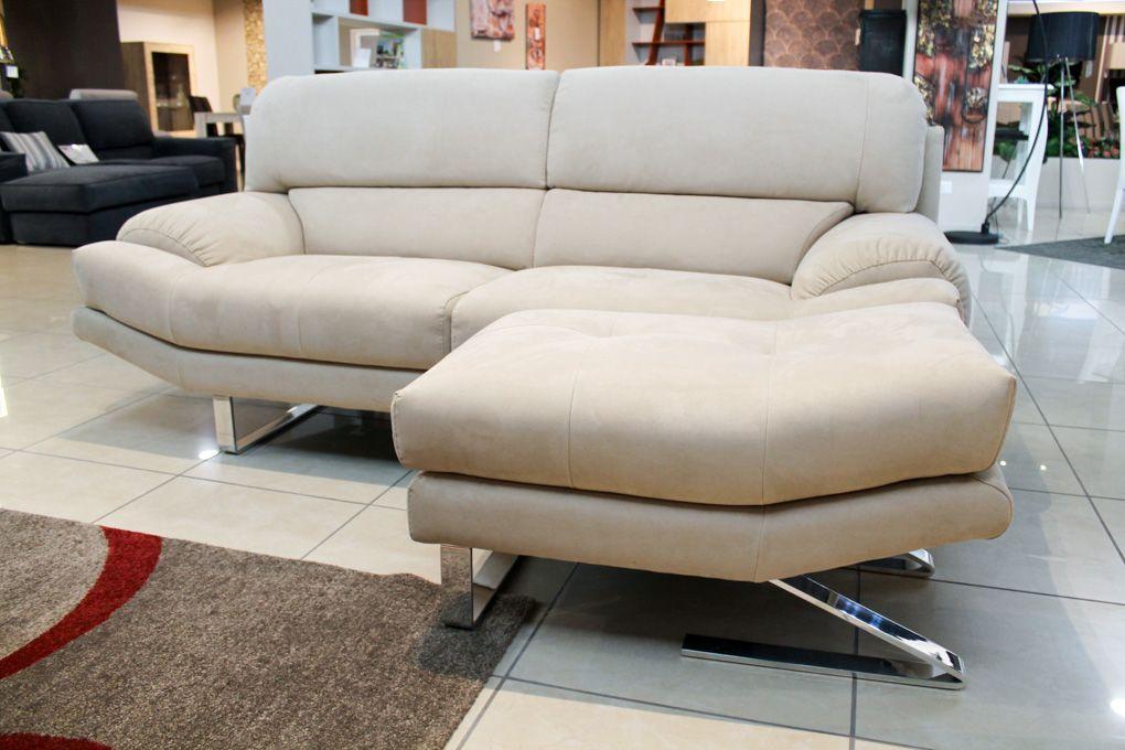 Amadeus un comodo divano con il pouf separabile dal for Divano con pouf