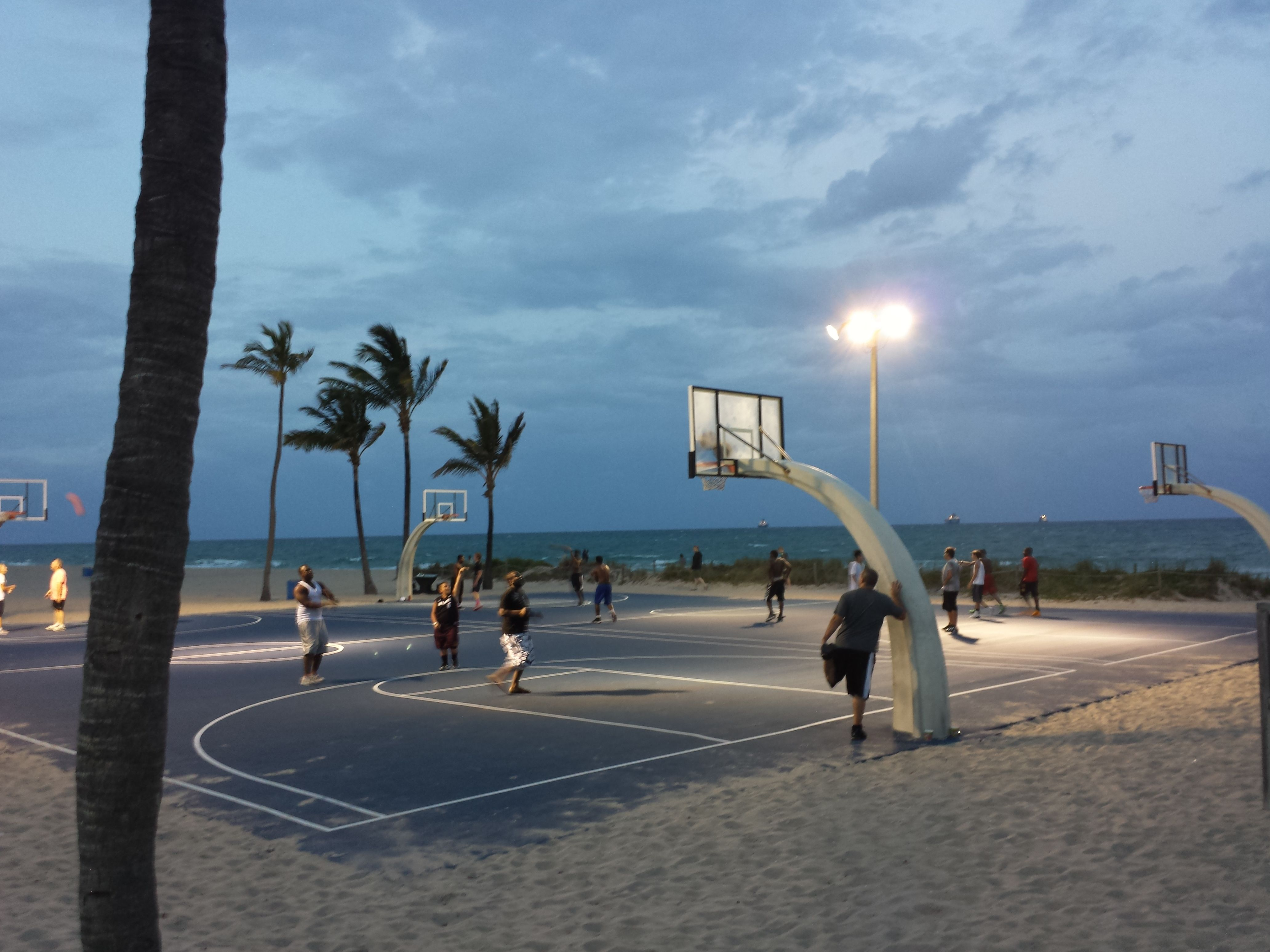 Fort Lauderdale Florida Vacation Rentals By Owner Beach Basketball Outdoor Basketball Court Basketball Park
