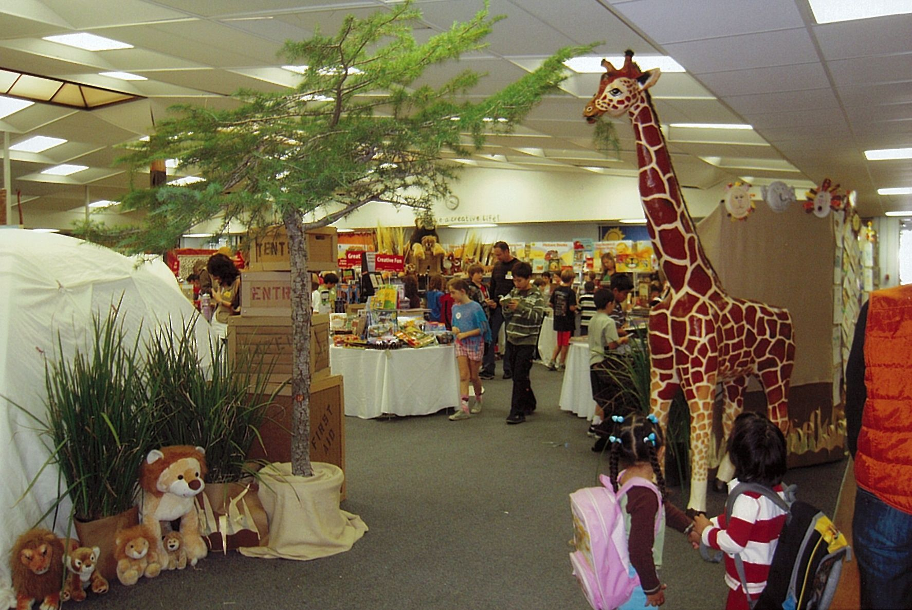 Students Will Go Wild For Books At This Book Fair Safari