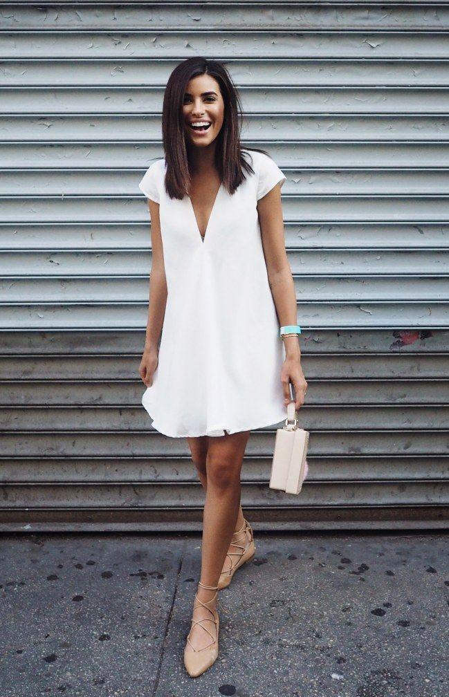 Flache schuhe zum eleganten kleid