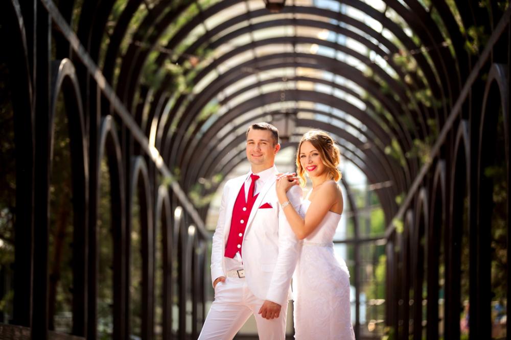 جلسة تصوير حفل زفاف 118 صورة أفكار وأماكن لتصوير حفل زفاف العروس والعريس على البحر ومع الخيول صور غير عادية وجميلة Couple Photos Wedding Dresses Wedding