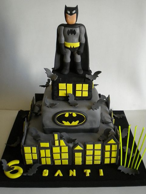 Torta Batman batman cake by Pastelera Bakery Shop, via Flickr