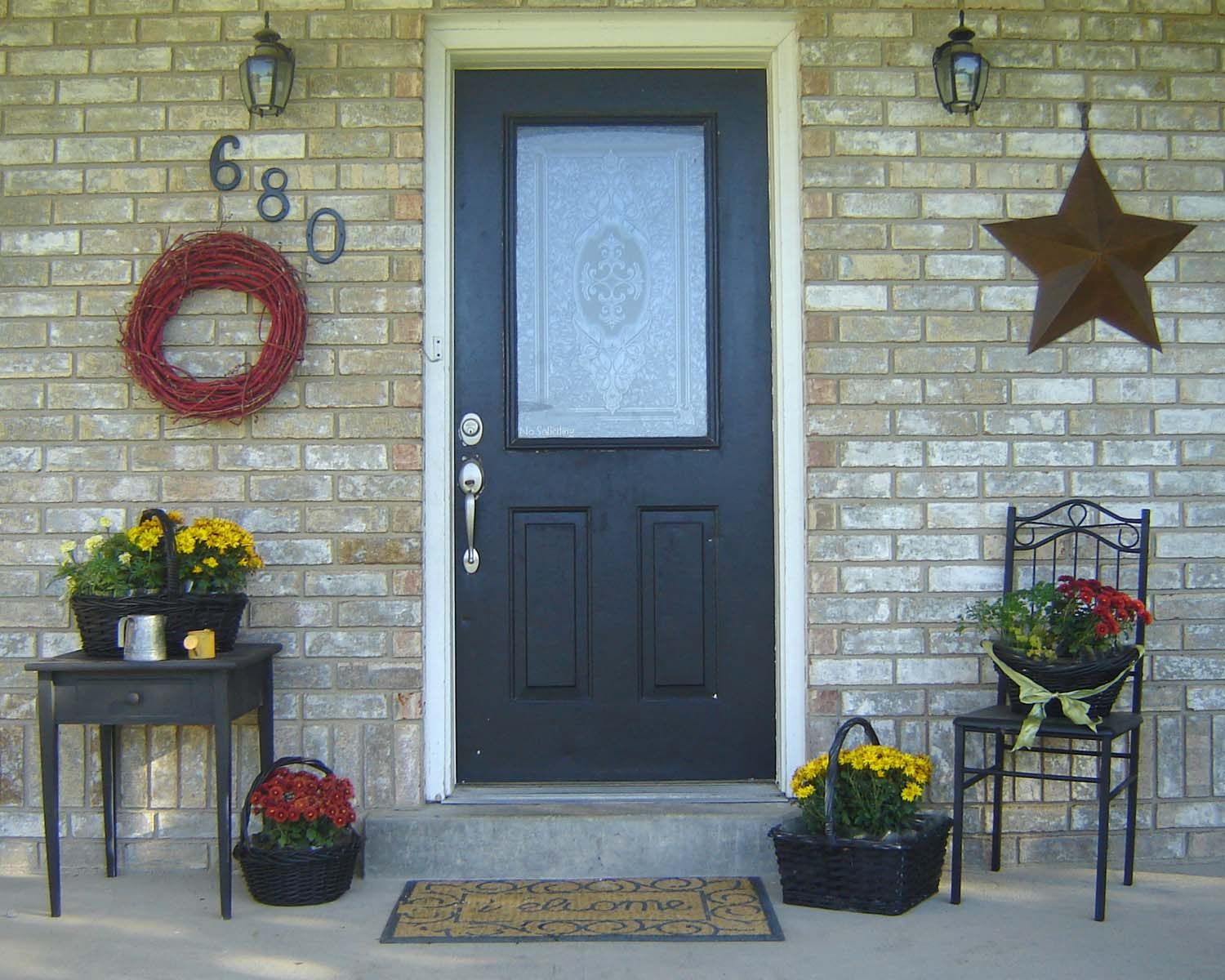 Porch decorating ideas home updates pinterest porch Beautiful fall front porches