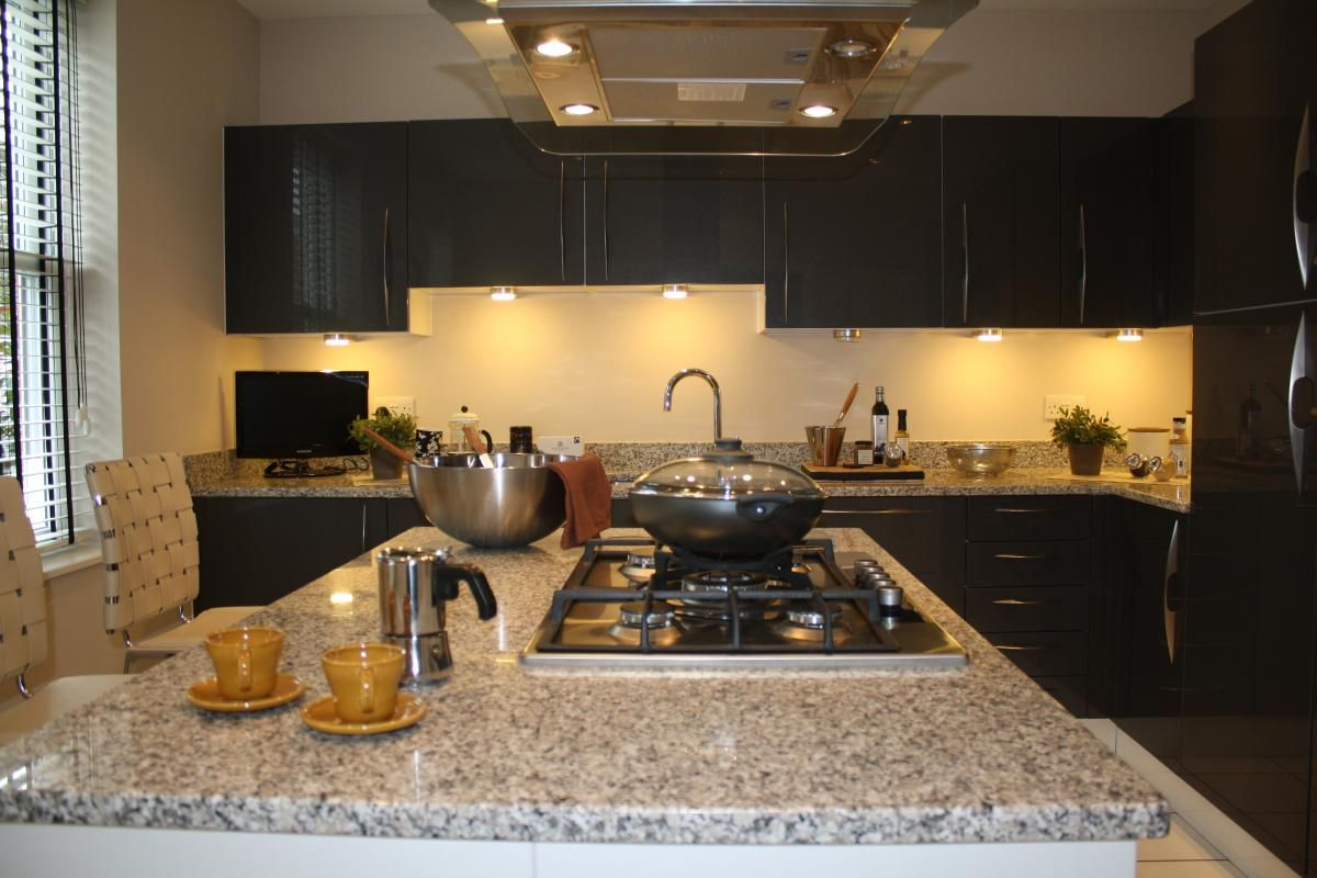 Croudace Kitchen Show Home Bianco Sardo Kok