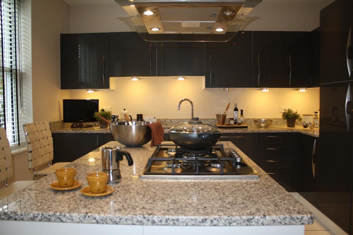 Dank unserer Granit Bianco Sardo Granit Arbeitsplatten wird Ihre ...