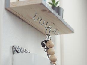 diy anleitung minimalistisches schl sselbrett selber bauen via diy pinterest. Black Bedroom Furniture Sets. Home Design Ideas