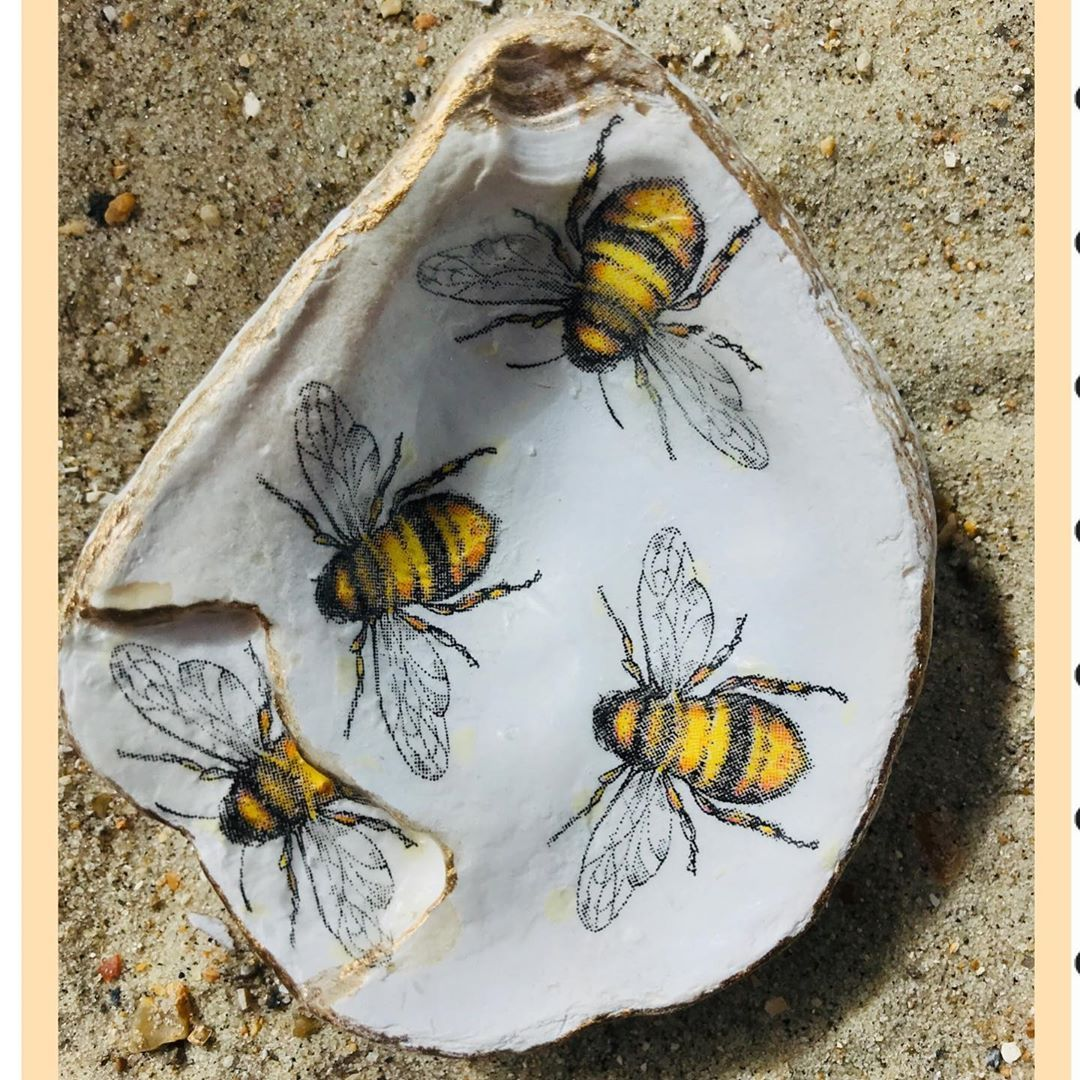 We are all a little bit broken and this reclaimed and reimagined oyster shell is no exception...... . . #weareallabitbroken #quotes #reclaimed #reimaginedoysters #recycledoystershells #giveashellahome #oystershellart #decoupageart #decoupagelovers #honeybees #bees🐝 #beegifts #beelovers #candleholders #etsymakers #getyourcraftpageseenwithhmuk #hmuk #postitandsmile #saturdayvibes #crafts #artistsofinstagram
