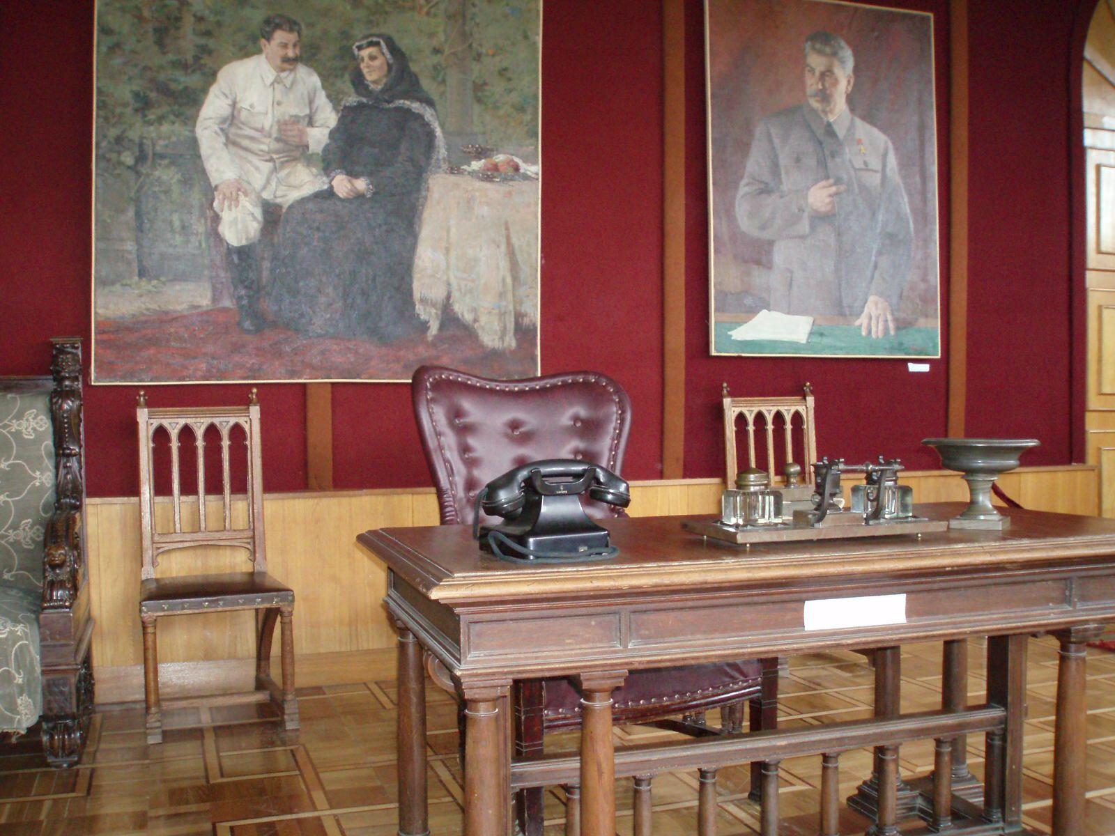 Stalin Desk Jpg 1600 1200 Man Cave Museum Painting
