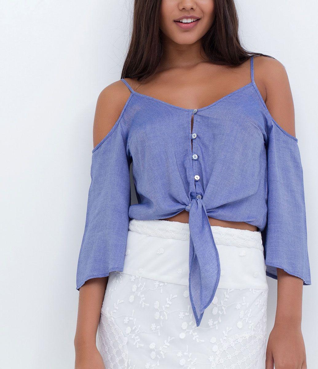 5e6feb622 Blusa feminina Modelo Cropped Ciganinha Amarração na frente Detalhe de  botões Manga curta Marca  Blue