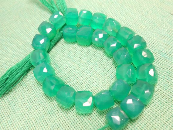 Material:- Green Onyx Gemstone  Size:- 7.5mm-8.5 mm Approx  Shape:- 3D Cube Faceted  Length:- 8 long  Color :- Green  Product Code :- GG-292