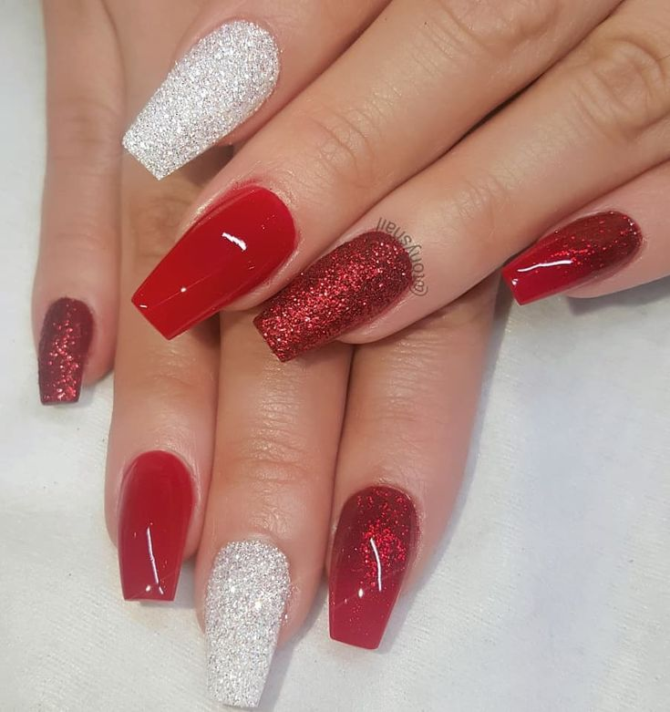 Red Nails With Metallic Silver Design Mila Coffin Shape Nails Red Nails Glitter Christmas Nails