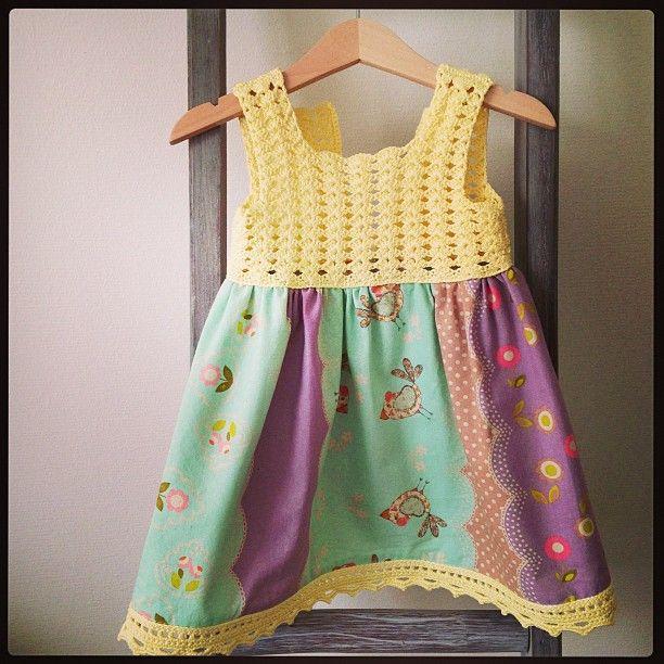 Hengde meg på kjolefaraotten eg også! #heklet #hekle #hekling #barnekjole #dalegarn #vipe #søm #sydd #barneklær