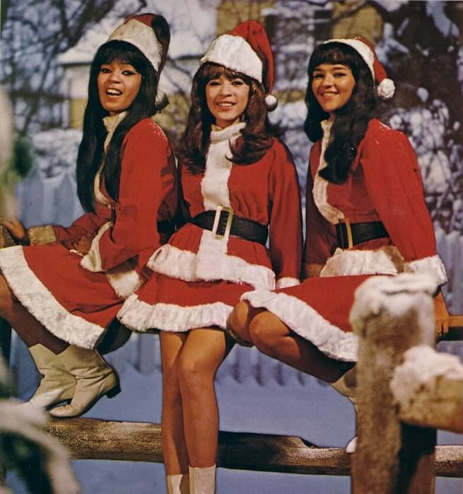 Ronettes Christmas.Ronnie Spector And The Ronettes Christmas Pin Ups Retro