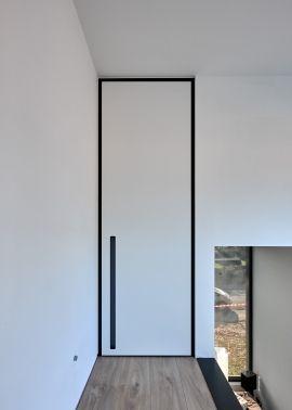 Porte intérieure moderne avec encadrement Bloc noir et poignée ...