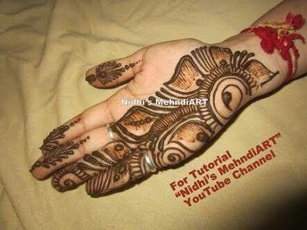 Mehndi Drawing Photos : Mehndi master drawing henna pattern on model s hip mehandi