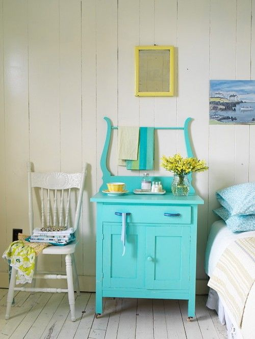 Love the color of the old washstand......