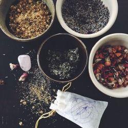 Dream sachets with lavender, chamomile, mugwort, rose and rose quartz.