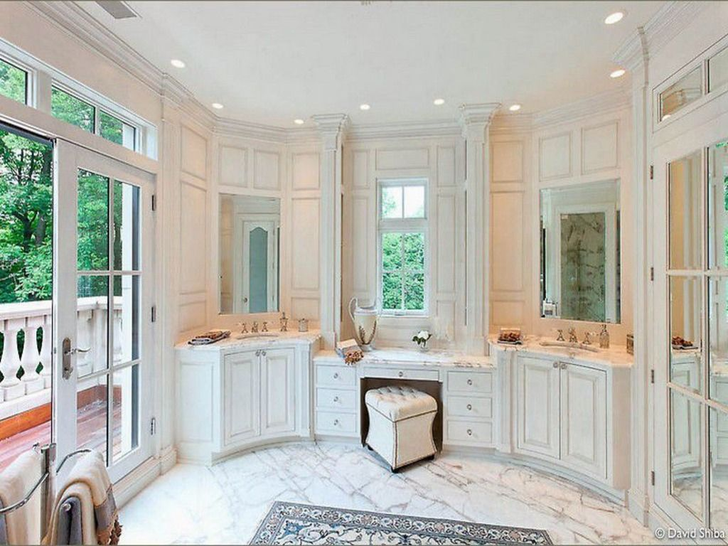 Master bath with french doors leading to patio terrace - Italian ...