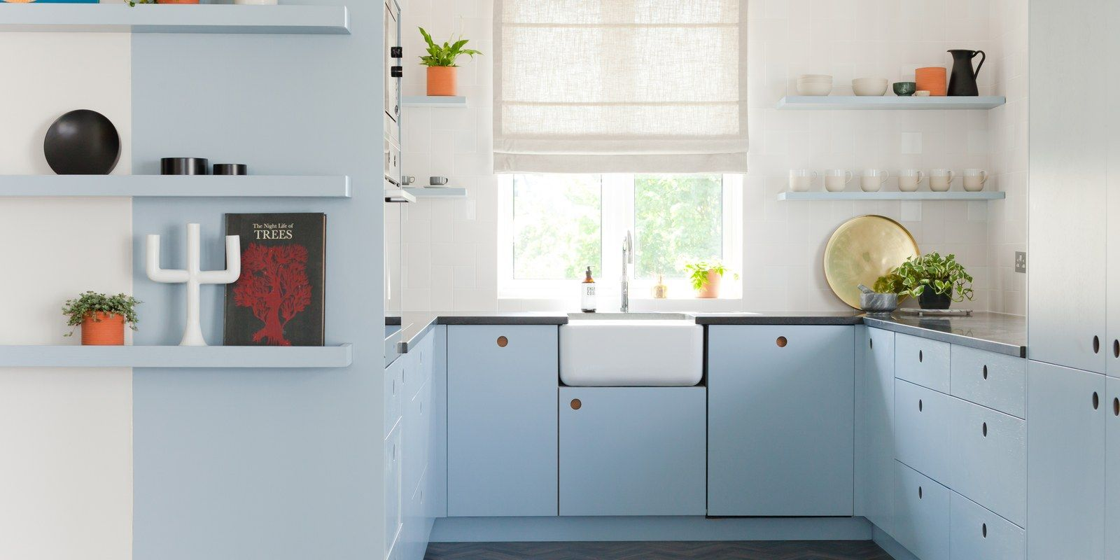 A Kitchen Makeover That Embraces Its 90s Vibes Pastel Kitchen Kitchen Colors Kitchen Cabinet Trends