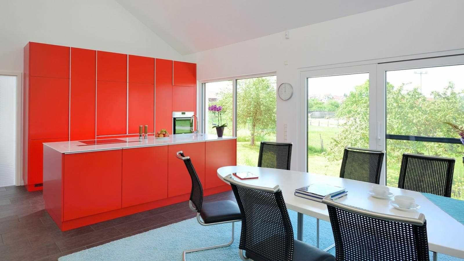 keine angst vor farbe dieser bungalow berrascht innen. Black Bedroom Furniture Sets. Home Design Ideas