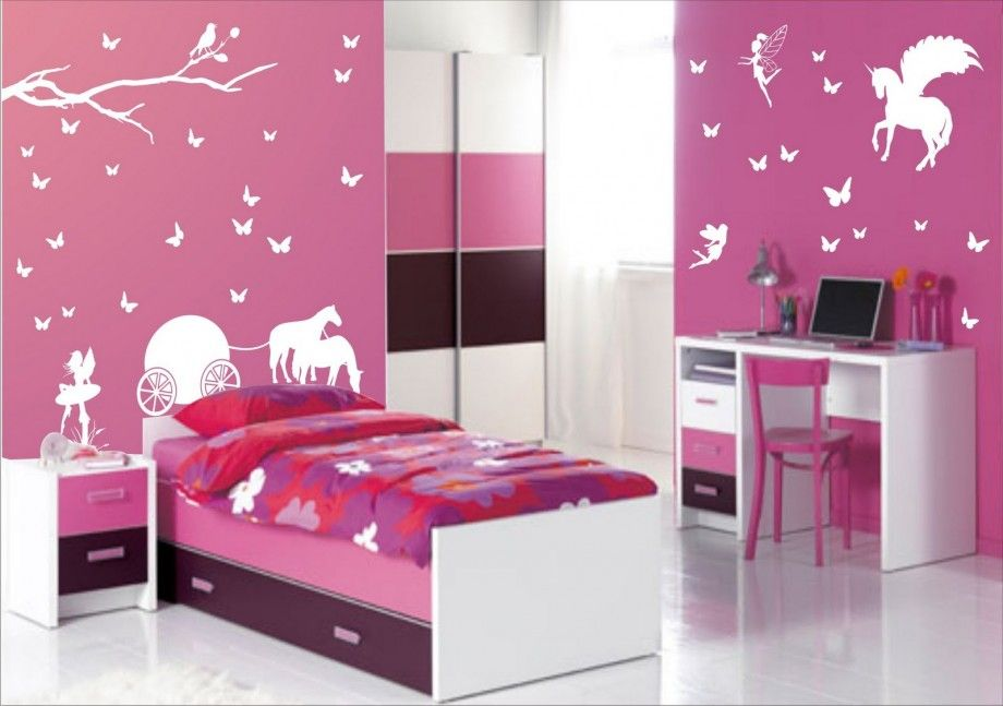 un dormitor violet cu desene pe pereti pentru fetita | portalul