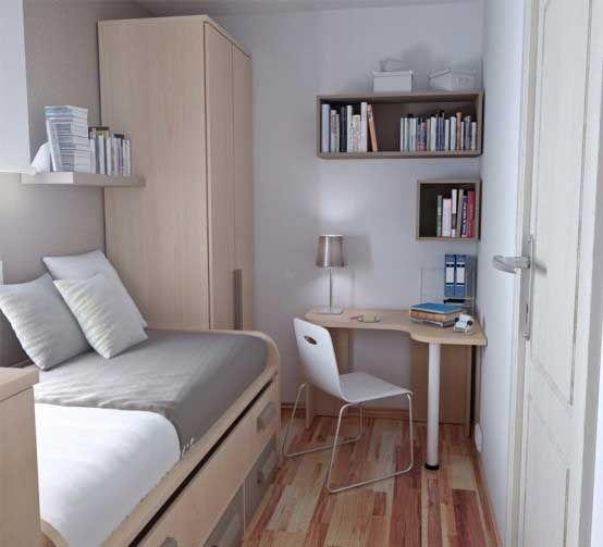 一人暮らしのお部屋には、ベッドやテーブル、収納が密集するものです。いかに軽く見せるかも、おしゃれなインテリアには欠かせない要素。壁を上手に使っているので、動きやすい室内であるだけでなく、ナチュラルなカラーの家具なので狭小感を最小限におさえることができます。