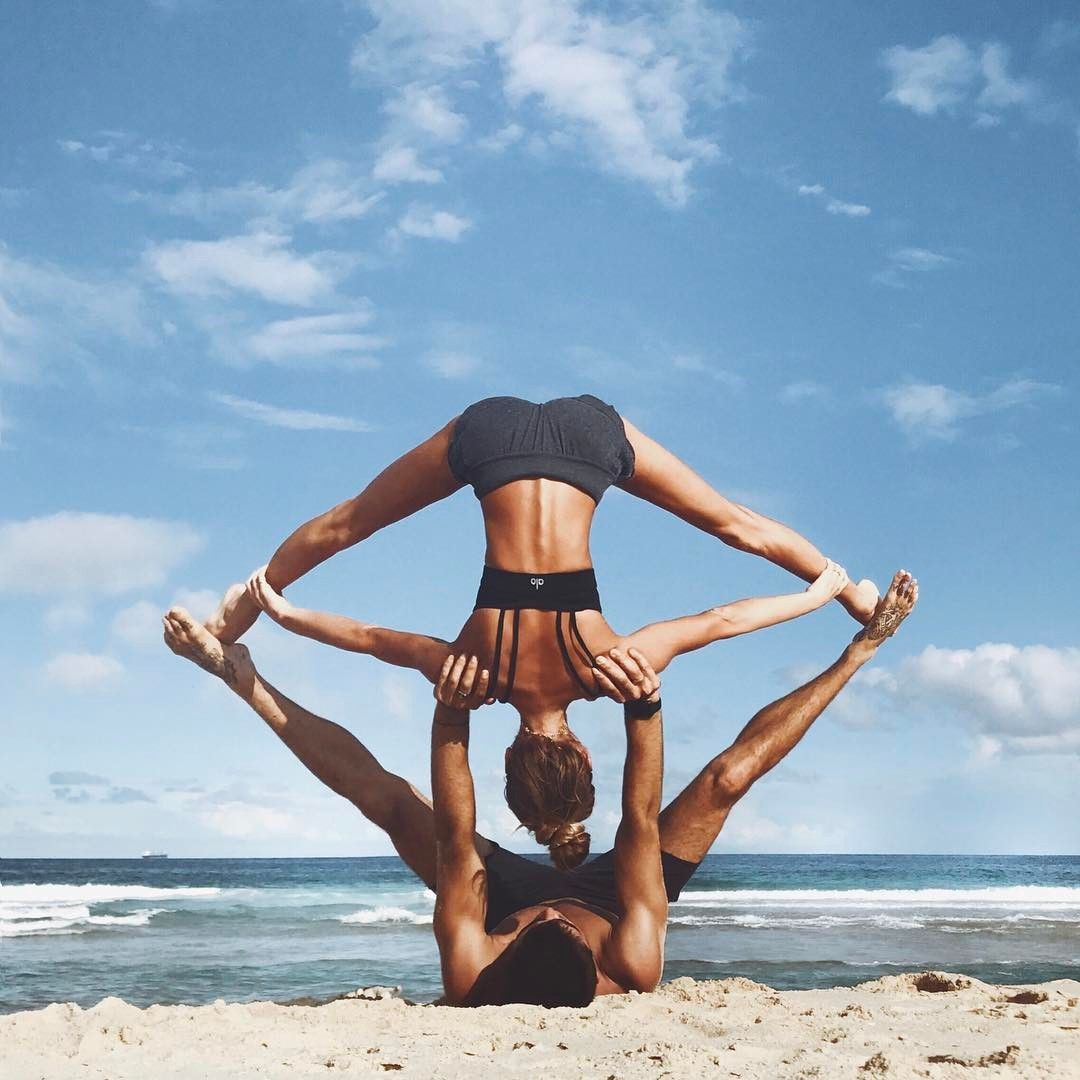 5,803 gilla-markeringar, 49 kommentarer - SJANA ELISE EARP YOGA (@sjanaelise) på Instagram: Took a drive on the beach and then started mucking about with some beach acro yoga with my brother… #fitness_couples_photoshoot --> zum optimalen Yoga Equipment geht's hier: --> klicken #yogaypilates