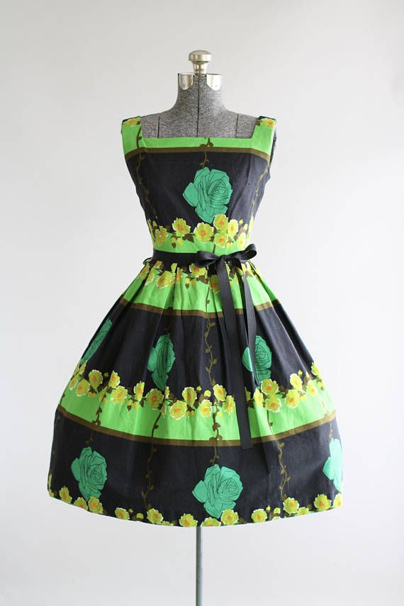 Vintage 1950s Dress 50s Cotton Dress Green And Black Rose Border Print Dress S Vintage Dresses Online Vintage 1950s Dresses Vintage Summer Dresses