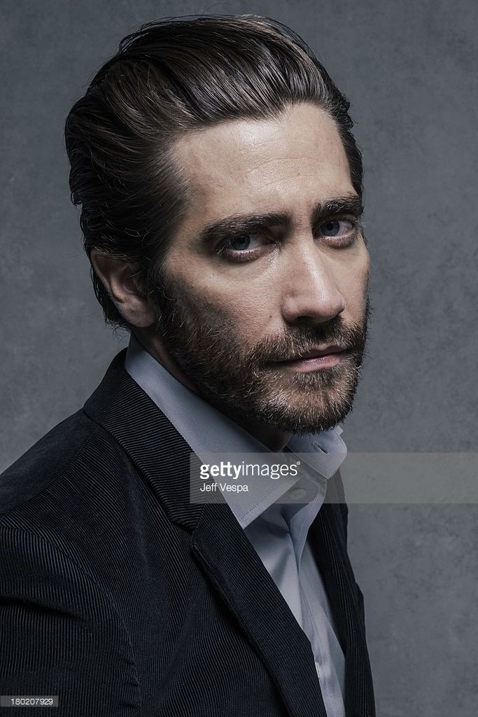 actor-jake-gyllenhaal-is-photographed-at-the-toronto-film-festival-on-picture-id180207929 (683×1024)
