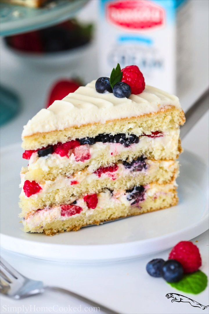 Berry chantilly cake cakerecipe in 2020 berry cake